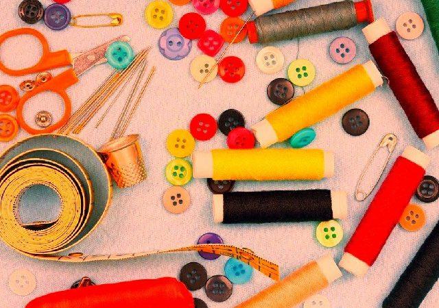 Artesanato com fitas e aviamentos