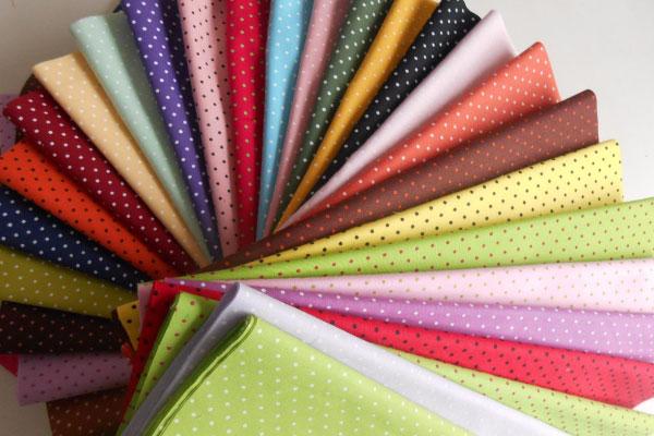 O tecido tricoline amassa muito?
